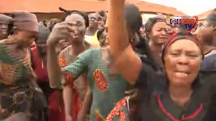 Watch: Denkyira-Obuasi weeps for Major Mahama