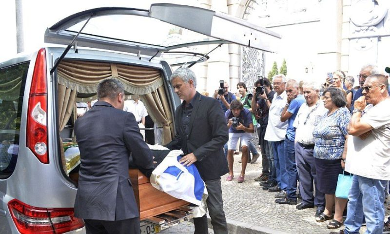 Mourinho holds father's funeral in Portugal