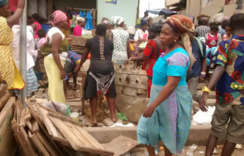 Ashaiman Traders Ejected Along The Road - ashaimanonline.com